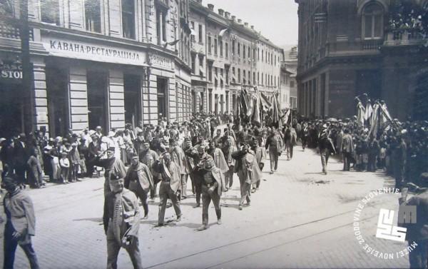 16. Parada Sokolov po beograjskih ulicah na I. vsesokolskem zletu Sokolov kraljevine Jugoslavije, ki je potekal v ─Źasu od 24. do 26. junija 1930 v Beogradu