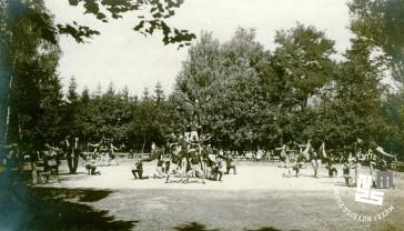 Javna telovadba na župnem zletu 7. septembra 1919 na Glincah. Proste vaje moške dece. Foto: Kovač Vekoslav. Foto: Kovač Vekoslav, hrani MNZS.