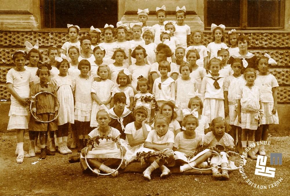 22. ┼Żupni zlet 7. septembra 1919 na Glincah. Sokolski nara┼í─Źaj - ┼żenska deca