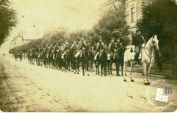 23. Jezdni odsek Ljubljanskega Sokola na pohodu na gorenjski zlet v Kranj leta 1920