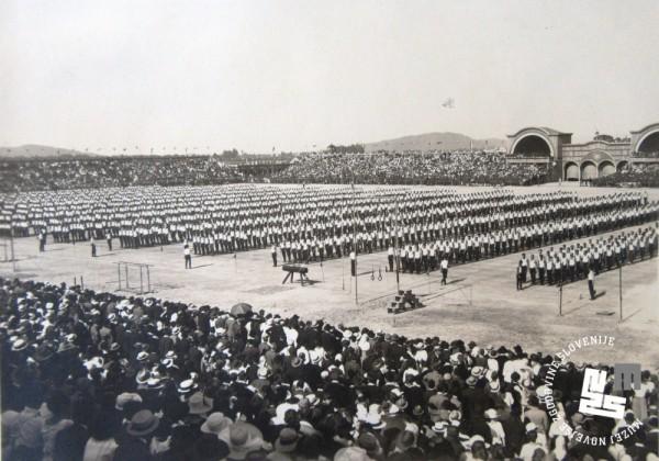 23. Proste vaje ─Źlanov Sokola na vsesokolskem zletu leta 1922 v Ljubljani