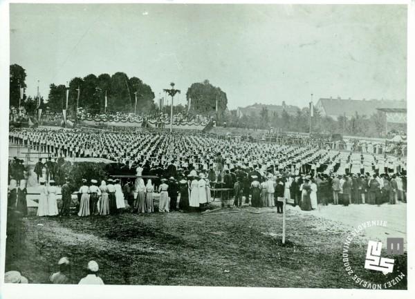 3. II. vsesokolski zlet v Ljubljani od 15. do 17. julija 1904. Proste vaje ─Źlanov.