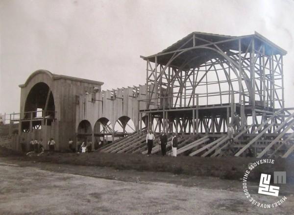 7. Izgradnja slavnostne tribune na stadionu v Be┼żigradu