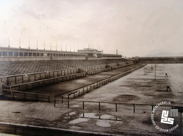 9. Pogled na dokon─Źani stadion v Be┼żigradu pred za─Źetkom prireditve leta 1922