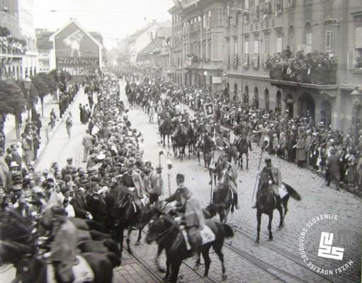 Slavnostni sprevod po ulicah Ljubljane. Foto: Kovač Vekoslav, hrani MNZS.