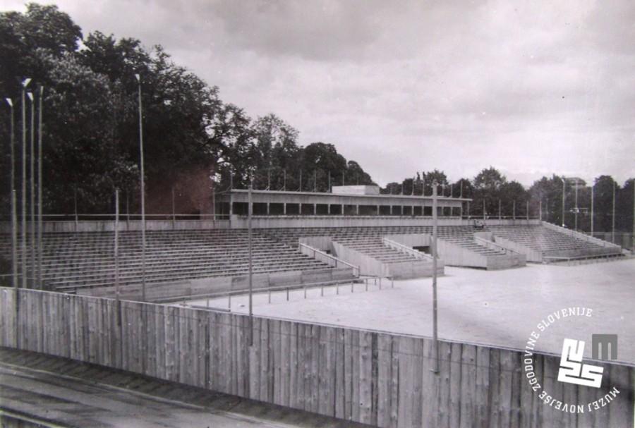 3. Gradnja tribun na letnem telovadi┼í─Źu Ljubljanskih Sokolov v Tivoliju leta 1933 za I. Pokrajinski zlet Sokolov kraljevine Jugoslavije