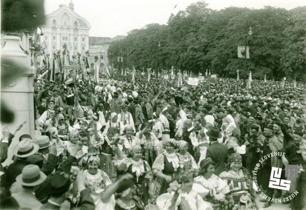 32. Stik Sokolov na Kongresnem trgu v Ljubljani