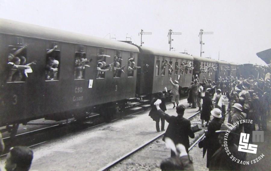 33. Slovo od ─Źlanov sokolskih ┼żup, ki so sodelovali na I. pokrajinskem zletu Sokola kraljevine Jugoslavije v Ljubljani junija 1933, na ┼żeletni┼íki postaji