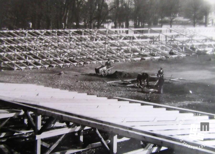 4. Gradnja tribun letnega stadiona Ljubljanskih Sokolov v Tivoliju leta 1933