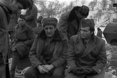: Med snemanjem filma Bitka na Neretvi (režiser Veljko Bulajić, Bosna film, Jadran film, Kinema Sarajevo, 1969) – na fotografiji režiser Veljko Bulajić (na levi) in eden od glavnih igralcev Franco Nero, pred Prozorom, Bosna in Hercegovina, 1968.