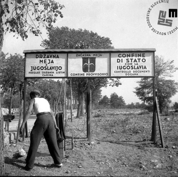 Začasna državna meja med Jugoslavijo in Italijo – postavljanje mejne table v Lokvi, september 1947.