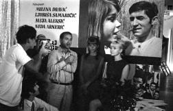 Predstavitev filma Jutro (režiser Puriša Djordjević, Dunav film, 1967) na beneškem filmskem festivalu leta 1967. Na fotografiji režiser Puriša Djordjević (3. z d.) z igralci Mileno Dravić (1. z d.), Nedo Arnerić (2. z d.) in Ljubišem Samardžićem (2. z l.).