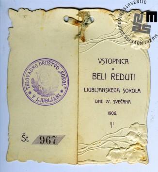 """Vabilo na maškarado telovadnega društva Sokol, ki je bila v Ljubljani 27. februarja 1906 v zgornji dvorani Narodnega doma. Maškarada se je odvijala pod naslovom """"Bela reduta"""". Natisnila Narodna tiskarna Ljubljana. Avtor: neznan."""