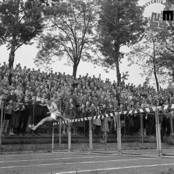 Atletsko tekmovanje na stadionu v Ljubljani leta 1960; Stanko Lorger, velikan teka čez ovire.