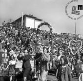 Prizor s prvomajske proslave na stadionu pri Sv. Ani, Trst.