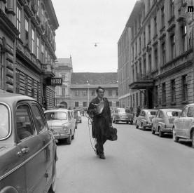 Edi Šelhaus na začetku fotoreporterstva pri časopisu Slovenski poročevalec, Ljubljana, 1958.