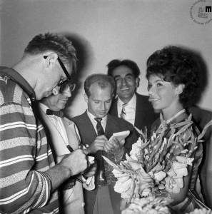 Izbor lepotice v Kazini na Bledu avgusta 1961. Zmagala je Eva Maria Gabriel, iz Dunaja. Na posnetku tudi Edi Šelhaus in novinar Božo Kovač.