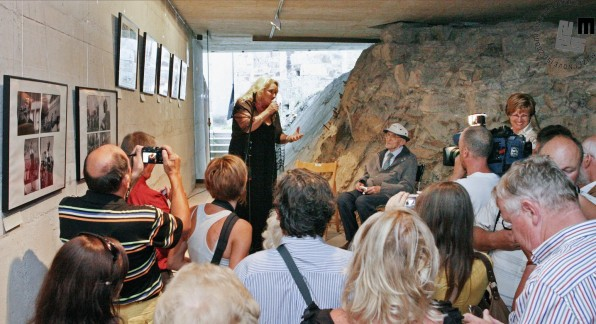 Ob Šelhausovi 90-letnici je Ediju na razstavi Glasbeni svet 60-tih zapela Elda Viler, Ljubljana, 13. avgust 2009, foto: Sarah Poženel.