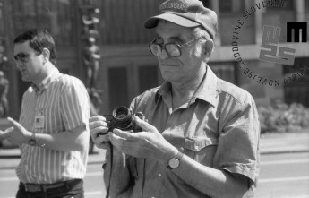 Edi Šelhaus na zborovanju staršev, bratov in sester slovenskih vojakov, ki so še vedno služili vojaški rok v JLA, Ljubljana, 6. julij 1991, foto: Nace Bizilj