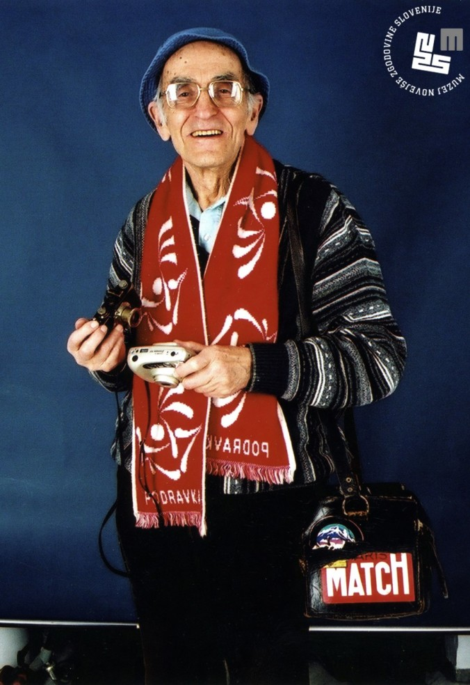 Edi Šelhaus v Muzeju novejše zgodovine Slovenije decembra 2000, ko je Muzeju podaril svoj bogati povojni fotografski opus, foto: Sašo Kovačič.