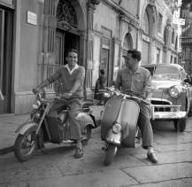 7. Edi Šelhaus (na levi) in Egon Piščanc, ki je Ediju po letu 1948 omogočil odprtje njegovega Foto studia Edi v Trstu, Trst, 1951, foto: neznan.