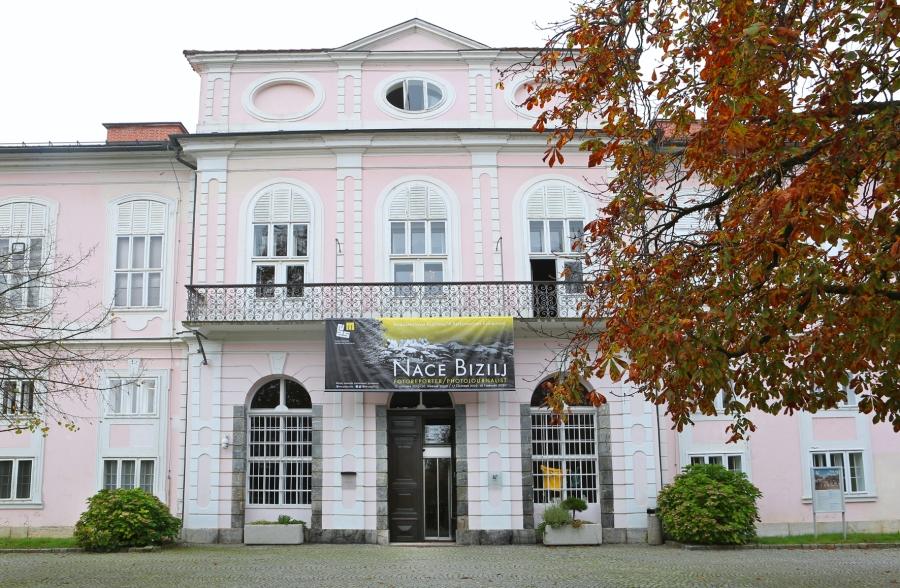 pred muzej NAce Bizilj